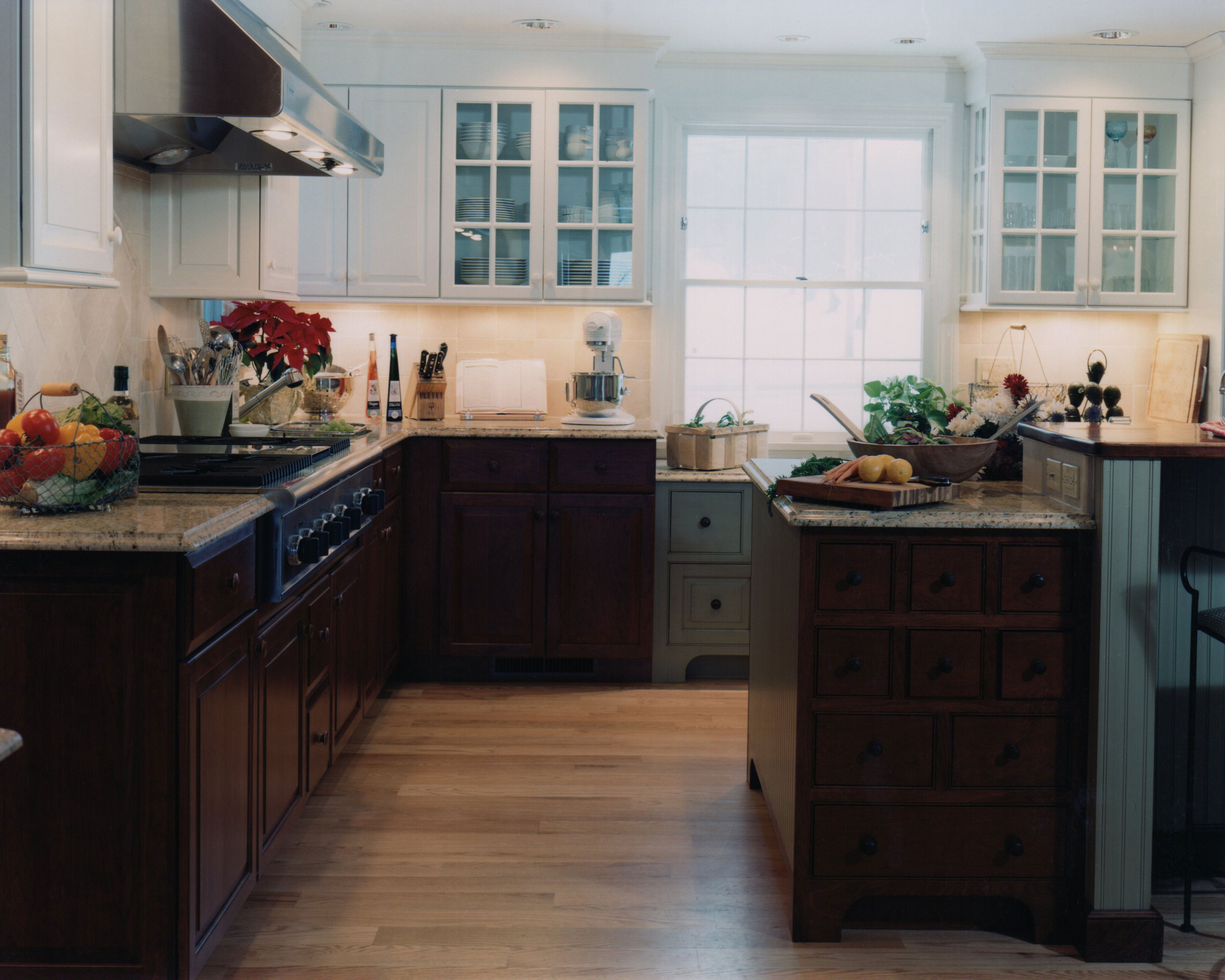 Antique Country Kitchen | Currier Kitchens