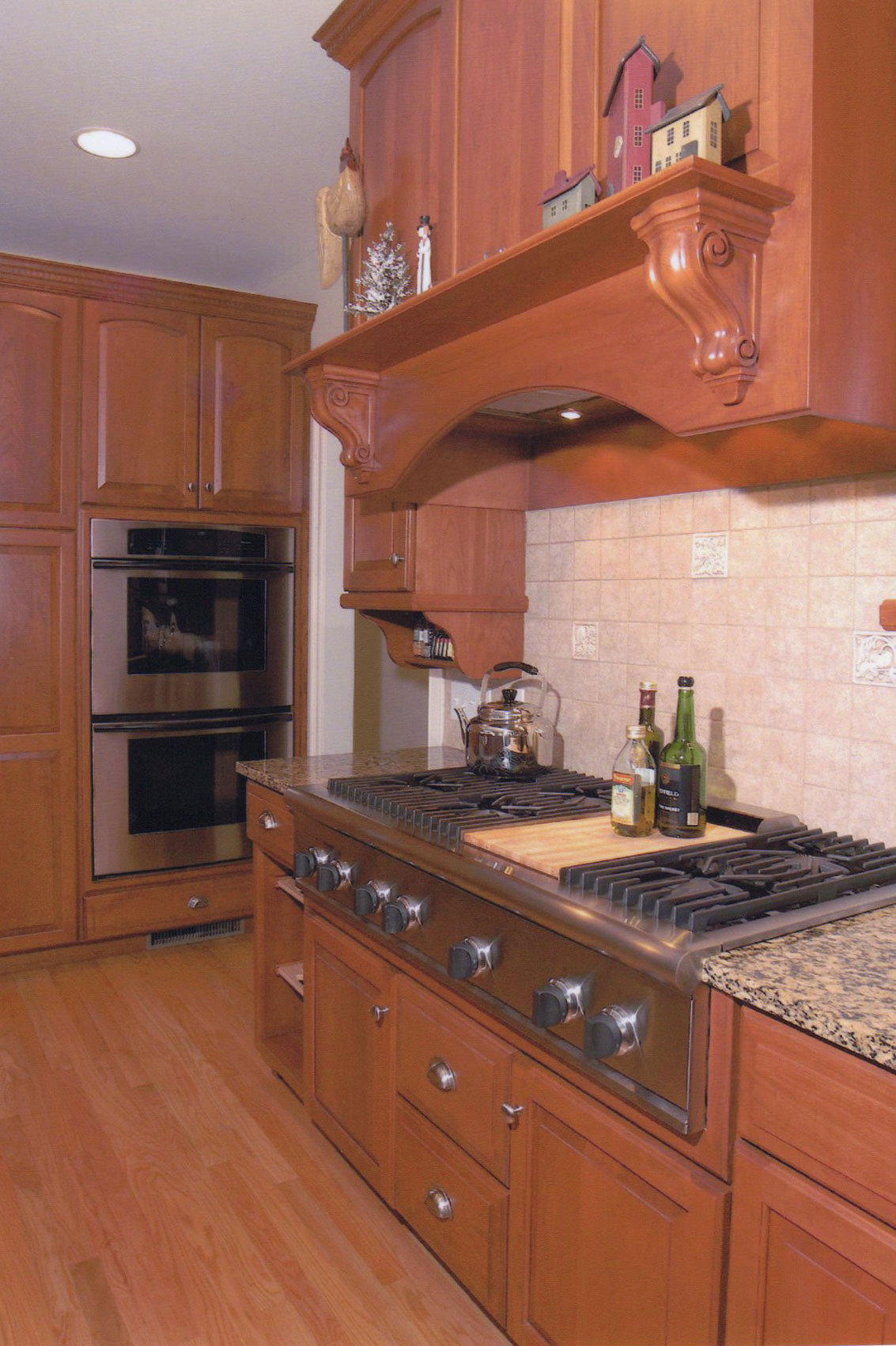 Traditional Kitchen with Professional Gas Cook-Top