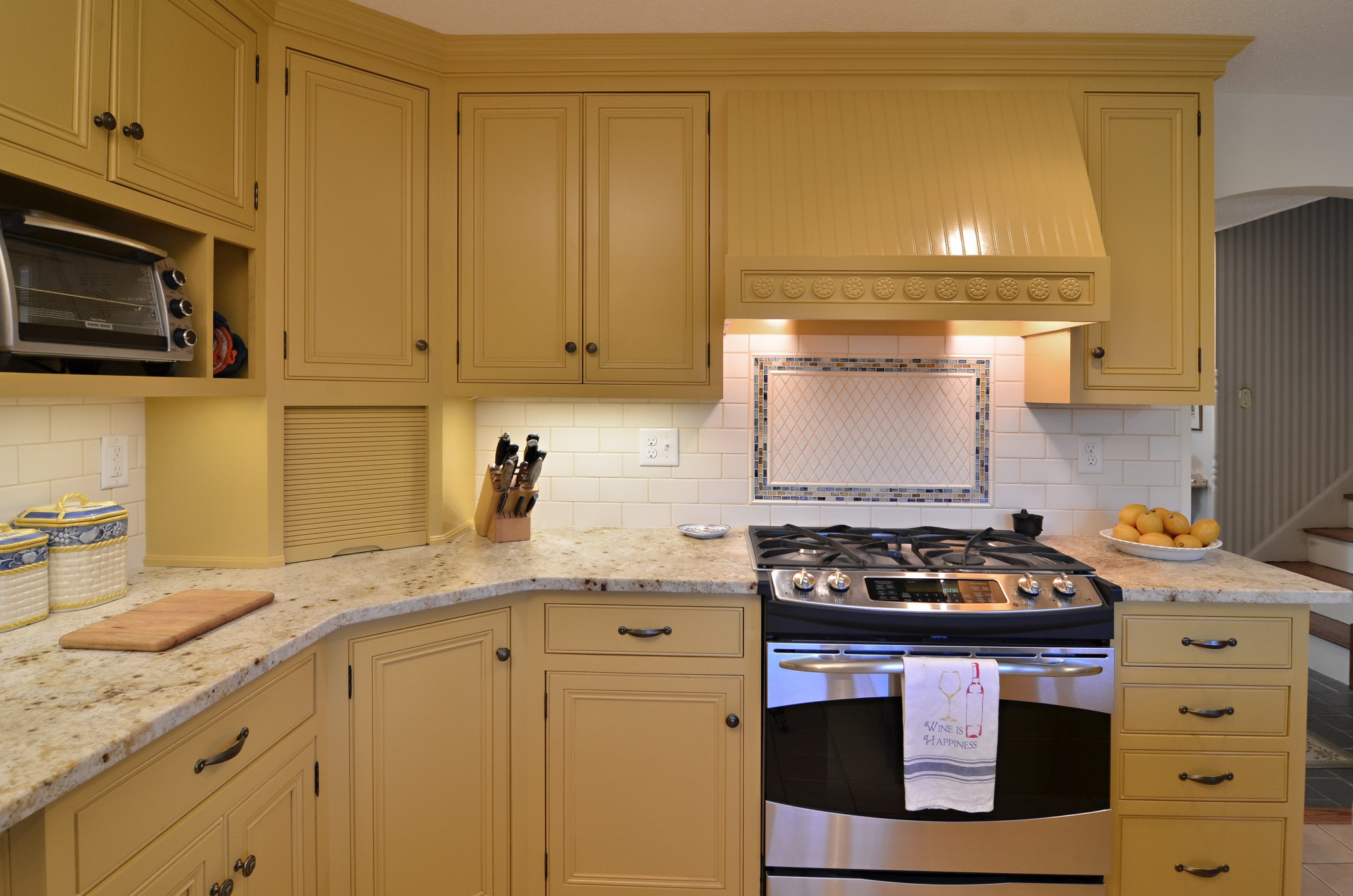 storybrook counter close up | currier kitchens