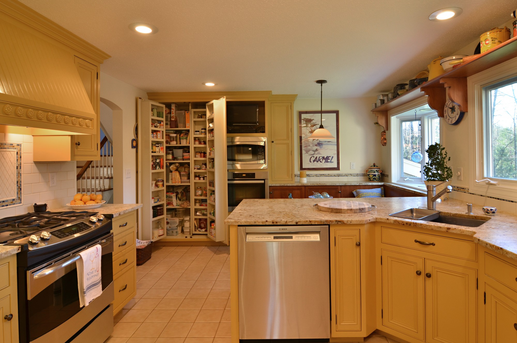 storybrook pantry open | currier kitchens