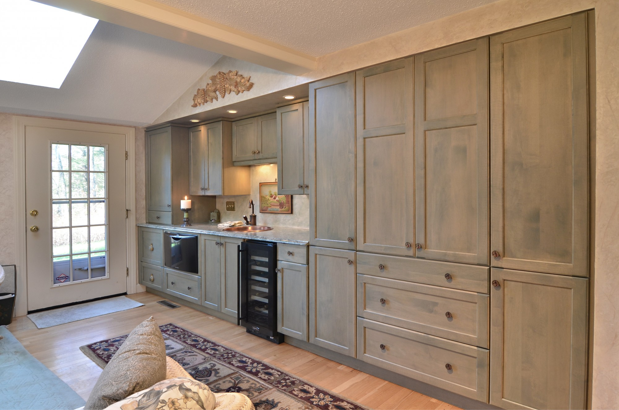 storybrook side view family room | currier kitchens